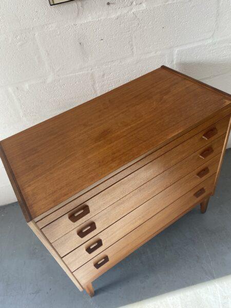 Vintage Danish 4 Drawer Dresser / Chest of Drawers